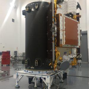 První satelit v držáku
