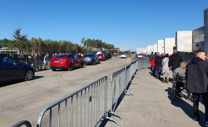 Tesla GigaFest - předváděcí jízdy